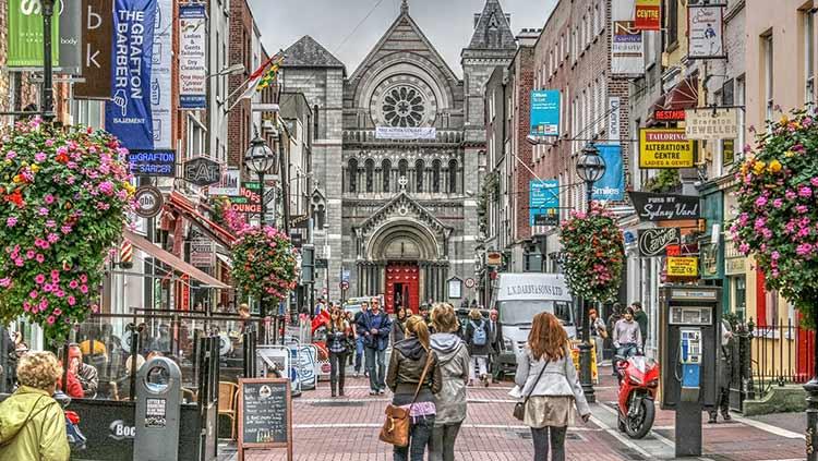 فریت بار به دوبلین